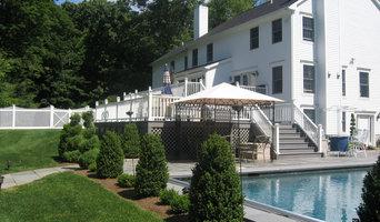 Spacious multi-level deck to pool