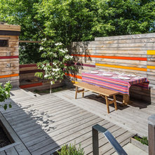 Contemporary Deck by PLANT Architect Inc.