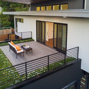 Imagen de terraza moderna, de tamaño medio, en azotea y anexo de casas