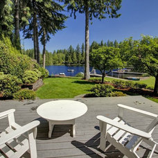 Contemporary Deck by Seattle Staged to Sell and Design LLC