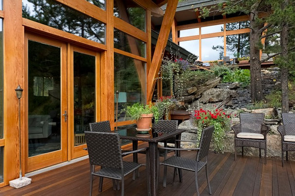 Contemporary Deck by site lines architecture inc.