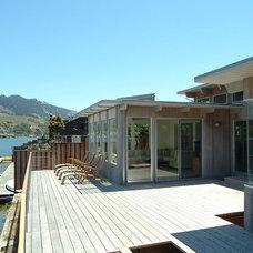 Modern Deck by Charlie Barnett Associates