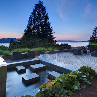 Inspiration for a contemporary deck remodel in Seattle
