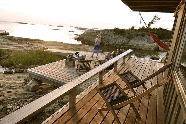 Traditional Deck by Owen Landscape Architect