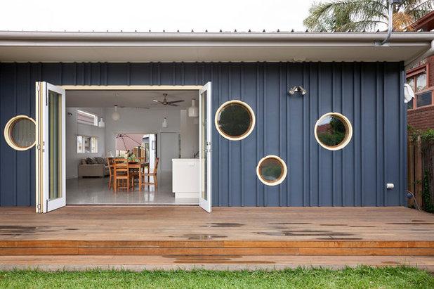 Contemporary Deck by Positive Footprints Pty Ltd