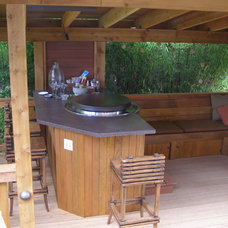 Traditional Deck by Apogee Landscapes LLC
