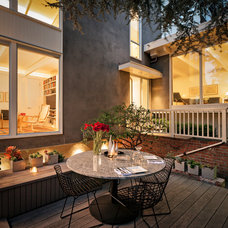 Modern Deck by Leslie Arnold Architecture
