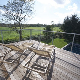 Example of a country deck design in New York with no cover
