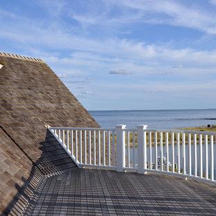 Foto di una grande terrazza stile marinaro sul tetto con nessuna copertura e un pontile