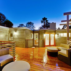 Contemporary Deck by Gabhart Investments, Inc.