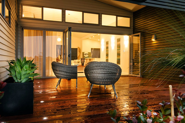 Modern Deck by THE RURAL BUILDING COMPANY