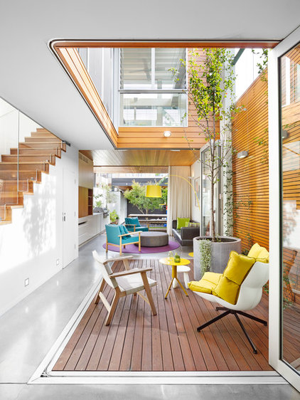 Contemporary Deck by elaine richardson architect