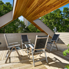 Contemporary Deck by Effect Home Builders Ltd.