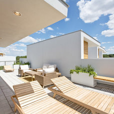 Contemporary Deck by Acero Construction