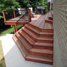 Traditional Deck by Thomas Decks, LLC