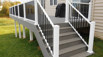 TimberTech deck in silver maple and white vinyl handrail with black round balust