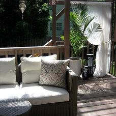 Contemporary Deck tiny backyard perch