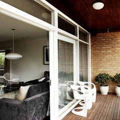 modern patio by Sharyn Cairns