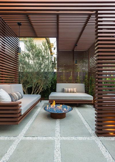Contemporary Deck by Kurt Krueger Architects