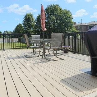 Ejemplo de terraza de tamaño medio en patio trasero