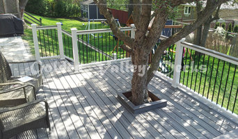 trex island mist deck with tree in the middle