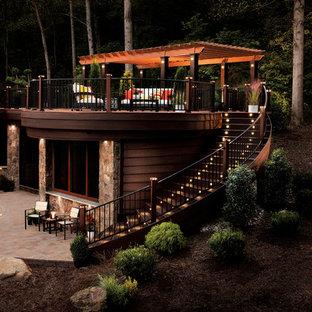 Cette photo montre une terrasse et balcon chic.