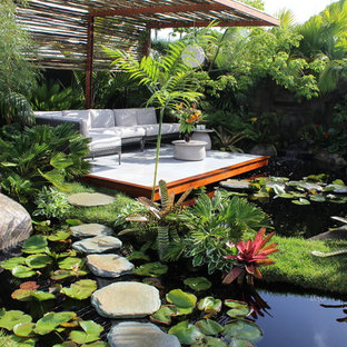 Inspiration for a tropical deck in Geelong.