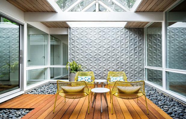 Midcentury Terrace by Garrison Hullinger Interior Design Inc.