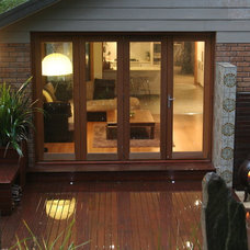 Contemporary Deck by Melbourne Decking