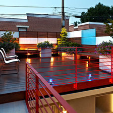 Contemporary Deck by KUBE architecture