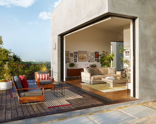 large trendy backyard deck photo in los angeles - Deck Ideen Design