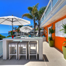 Tropical Deck by James Glover Residential & Interior Design