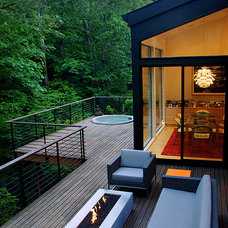 Contemporary Deck by Giulietti Schouten Architects