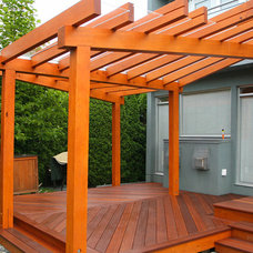 Modern Deck by Paul Hofmann Construction