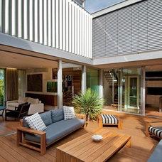 Contemporary Deck by Horizon Habitats