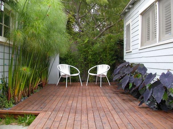 Modern Deck by Paradise Design Studio