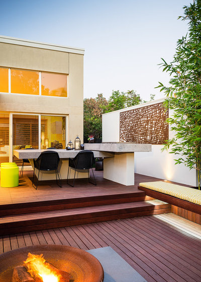 Contemporary Deck by Apex Landscapes & Pools