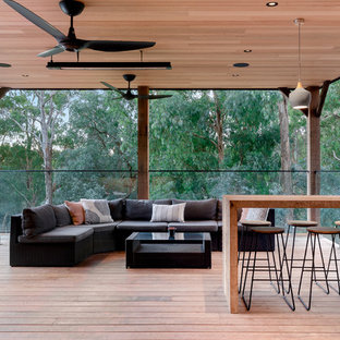 This is an example of a contemporary deck in Melbourne with a roof extension.