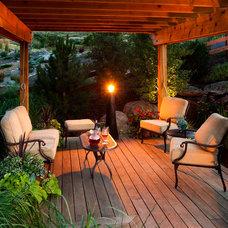 Traditional Deck by Lindgren Landscape
