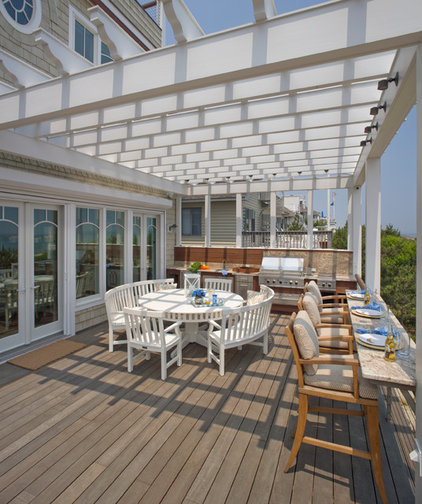 Beach Style Deck by Bruce Palmer Coastal Design