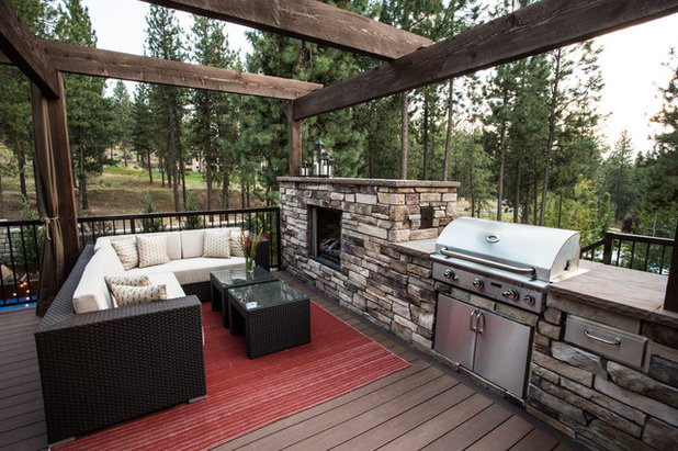 Transitional Deck by Coppercreek Landscaping