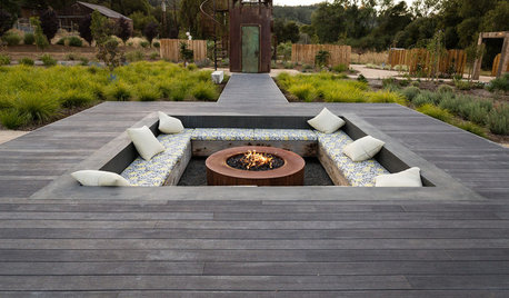 10 Outdoor Decks Accentuated With Built-In Features