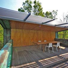 Modern Deck by Travis Price Architects Inc.