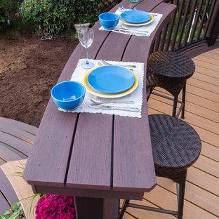 Foto di una terrazza minimal di medie dimensioni e dietro casa con un giardino in vaso e una pergola