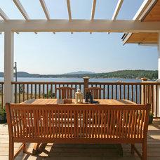 Beach Style Deck by Sunshine Coast Home Design