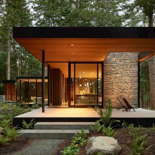 Idee per una terrazza moderna con un tetto a sbalzo
