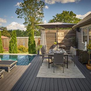 Diseño de terraza clásica renovada, pequeña, sin cubierta, en patio trasero, con fuente
