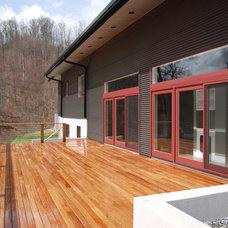Modern Deck by Duinkerken Homes, Inc.