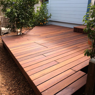 Inspiration for a mid-sized shabby-chic style backyard deck container garden remodel in San Francisco with no cover