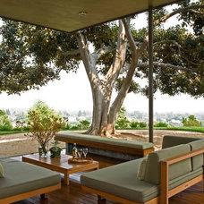 Modern Deck by Nicholas/Budd Architects, LLP